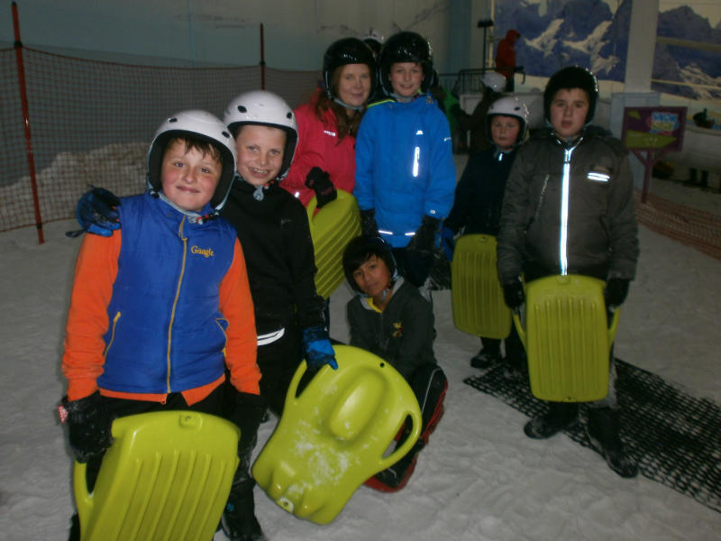 P7 pupils enjoy the snow at the Chill Factore